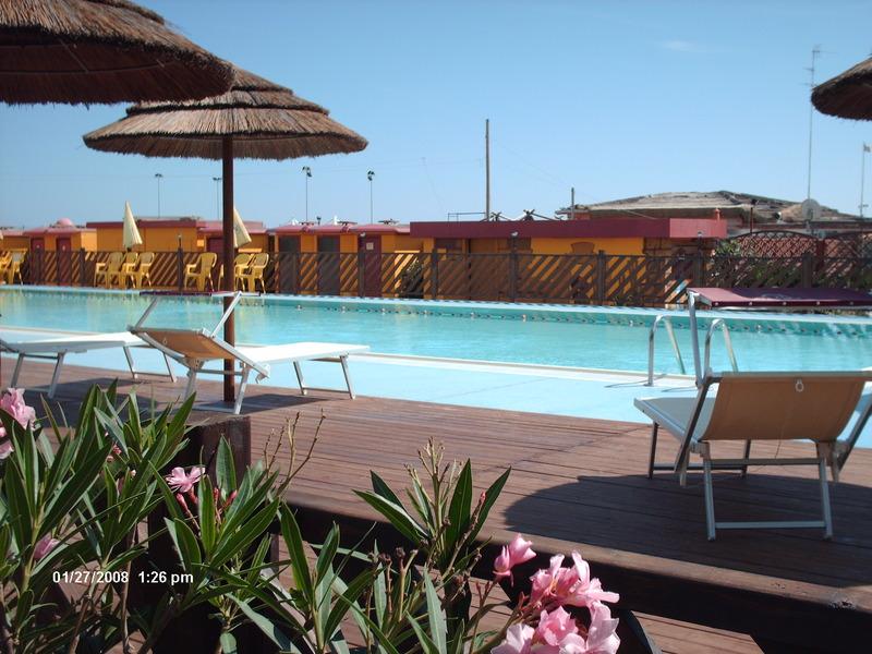 Servizio spiaggia con piscina