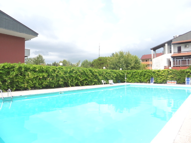appartamenti con piscina lido di spina