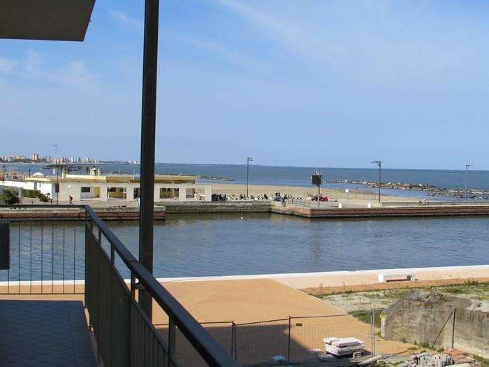 Lido Estensi vendita appartamento sul mare